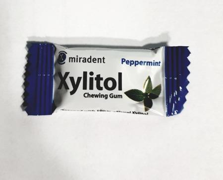 MIRADENT Xylitol Chewing Gum - guma do żucia z ksylitolem przeciw próchnicy, 2 szt, smak mięta pieprzowa